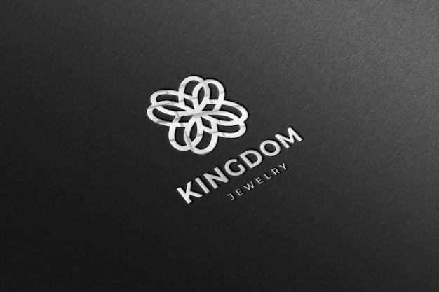Maquete de logotipo de luxo prata brilhante em papel preto
