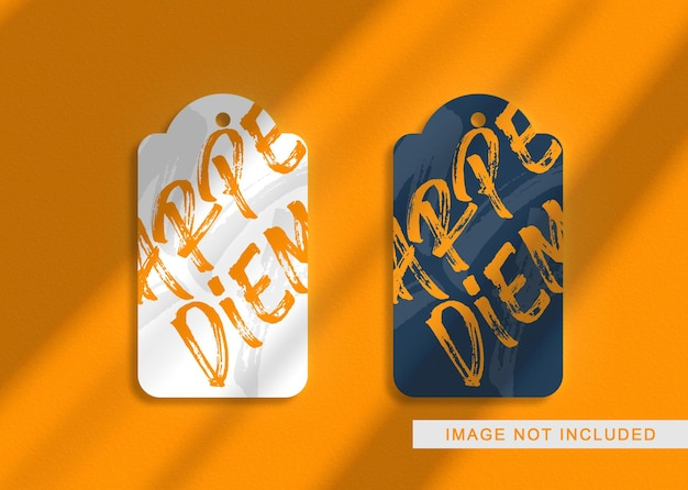 Maquete de logotipo de luxo verde royal hang tag em relevo dourado