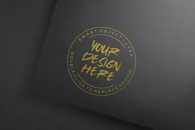 Maquete de logotipo de papel de folha dourada