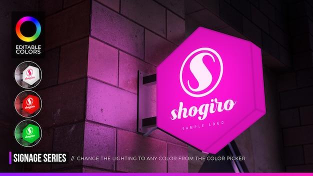 Maquete de logotipo de sinal hexágono na fachada ou loja com iluminação diurna e noturna