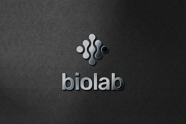 Maquete de logotipo distintivo metálico