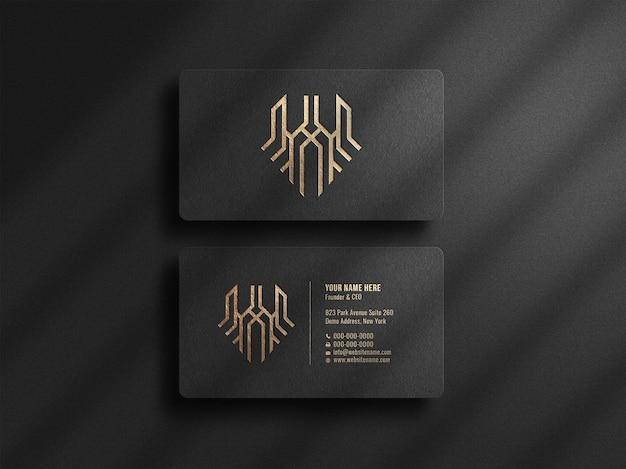 Maquete de logotipo elegante em cartão de visita escuro