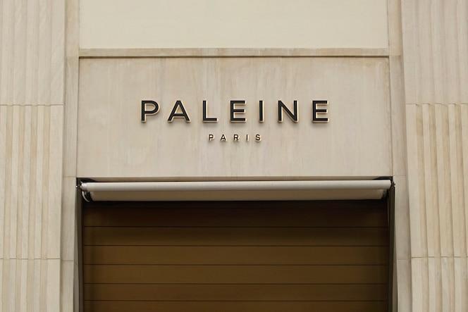 Maquete de logotipo em bege de luxo para fachada
