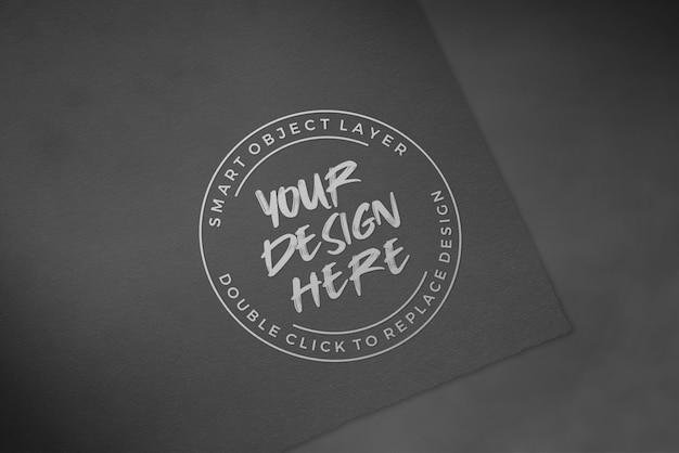 Maquete de logotipo em papel preto de luxo