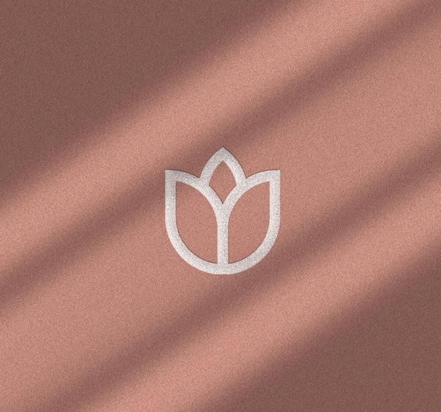 Maquete de logotipo em relevo com sobreposição de sombra