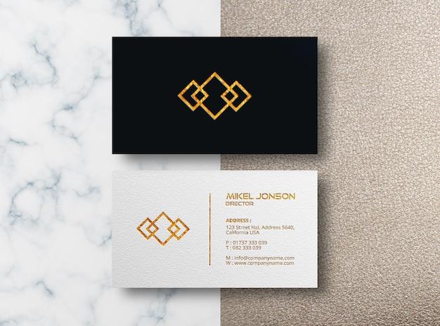 Maquete de logotipo em relevo dourado no cartão