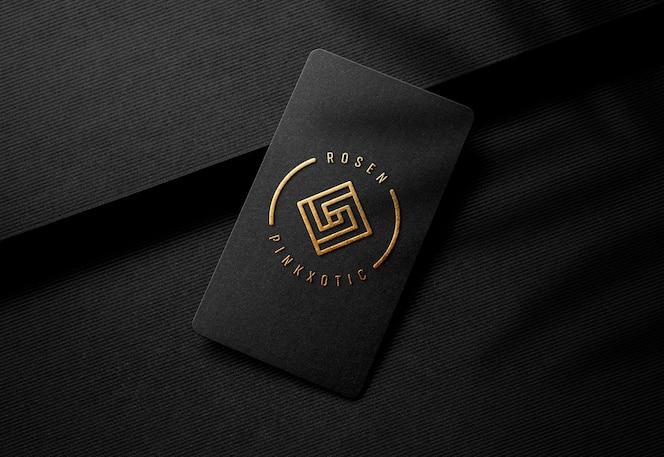 Maquete de logotipo em relevo ouro no luxo preto cartão de visita