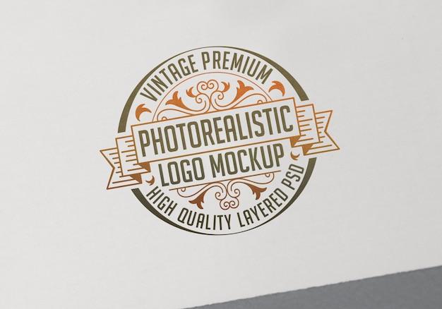 Maquete de logotipo fotorrealista premium vintage - arquivo psd de mock-up de logotipo em camadas de alta qualidade