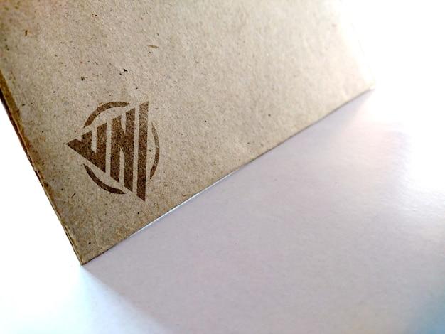 Maquete de logotipo impresso em papel