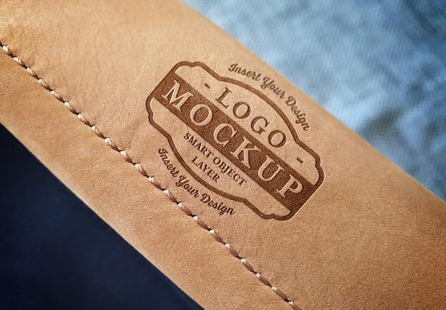 Maquete de logotipo na alça de bolsa de couro