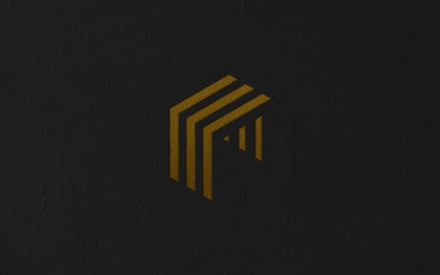 Maquete de logotipo na parede de superfície escura