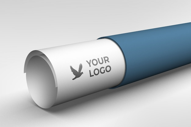 Maquete de logotipo no rolo de dobra de papel