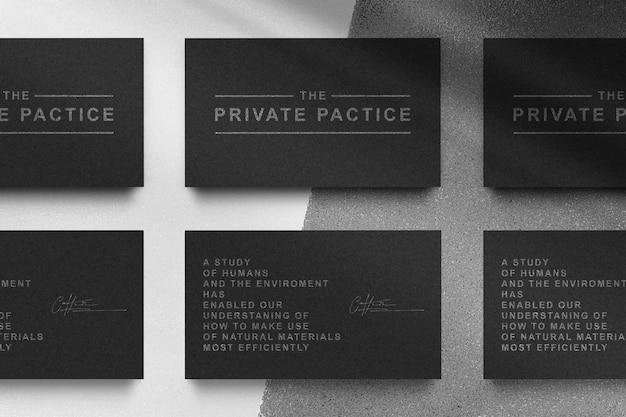 Maquete de logotipo prateado em relevo de cartão de visita preto