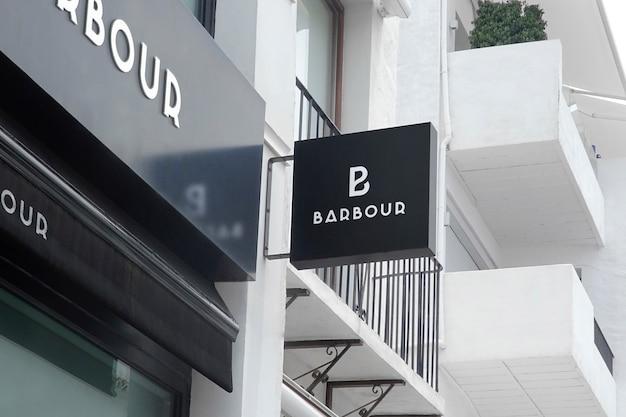 Maquete de logotipo preto pendurar sinal e fachada