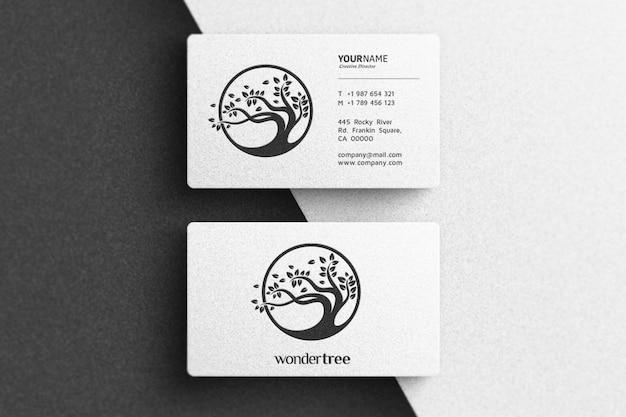 Maquete de logotipo simples no cartão branco