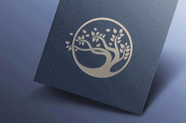 Maquete de logotipo simples no cartão escuro
