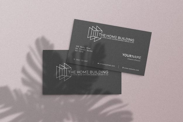 Maquete de logotipo simples no cartão preto