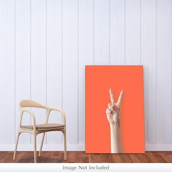 Maquete de lona ao lado da cadeira