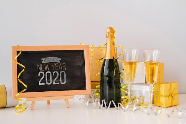 Maquete de lousa para festa de ano novo e champanhe