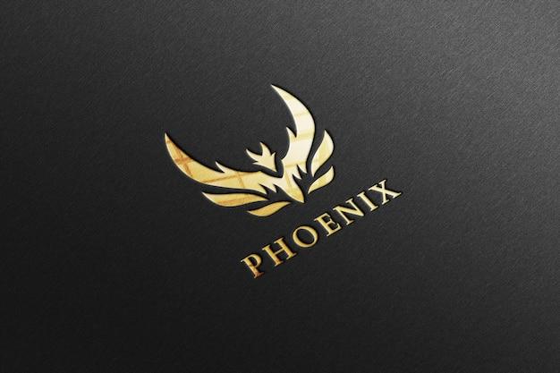 Maquete de luxo com logotipo dourado brilhante em papel preto