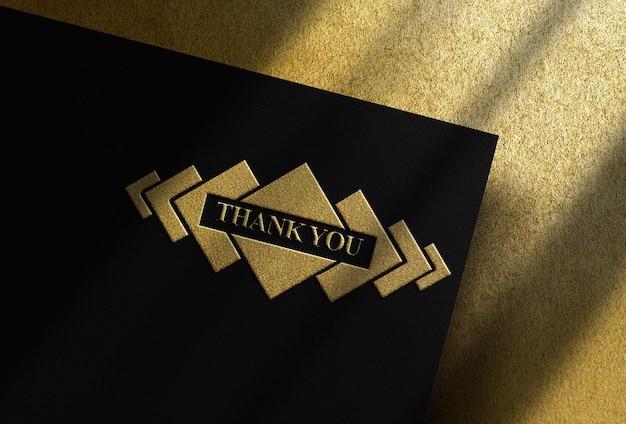 Maquete de luxo com relevo dourado e superfície dourada de cima