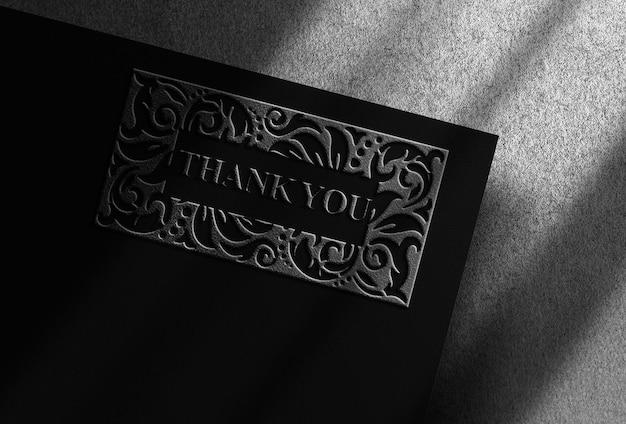 Maquete de luxo em relevo prateado com design prateado