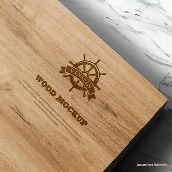 Maquete de madeira do logotipo com detalhes de textura