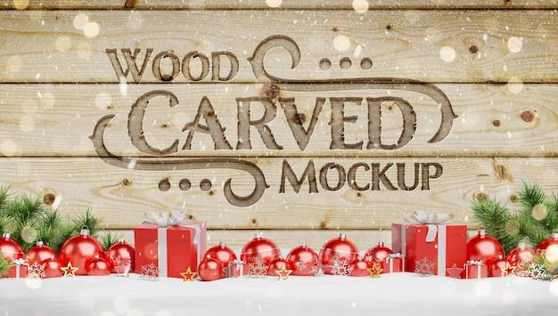 Maquete de madeira gravada com enfeites de natal