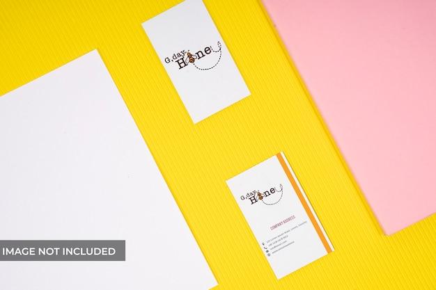 Maquete de marca amarela