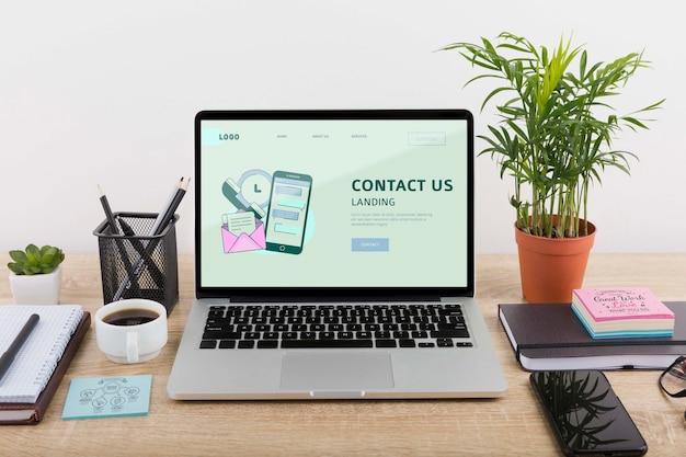Maquete de marketing digital com laptop