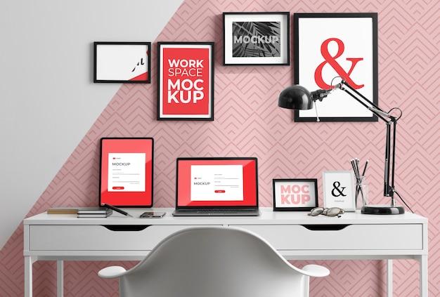 Maquete de mesa de trabalho com dispositivos