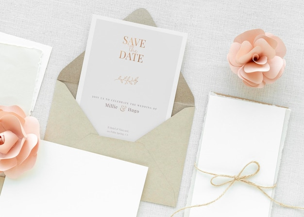 Maquete de modelo de cartão de casamento com rosas cor de rosa
