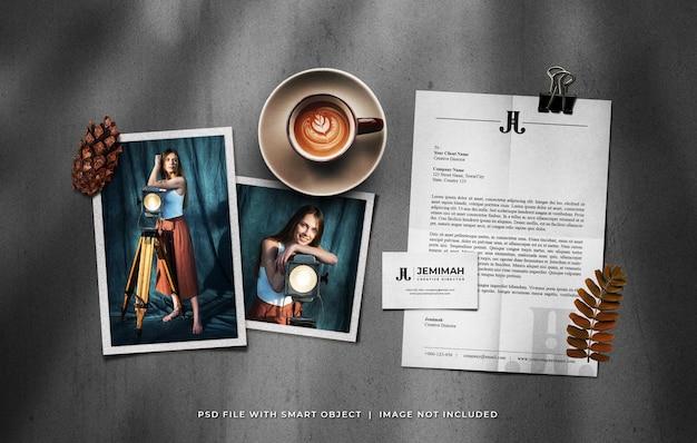Maquete de moldura de foto com cartão de visita a4 e uma xícara de café