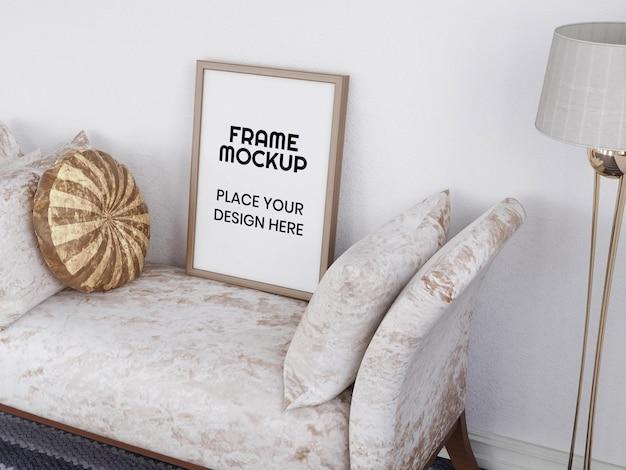 Maquete de moldura de foto em branco na cadeira