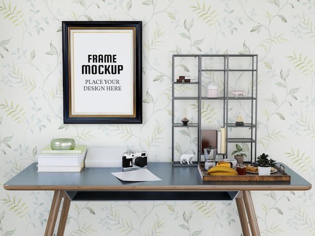 Maquete de moldura de foto na área de trabalho