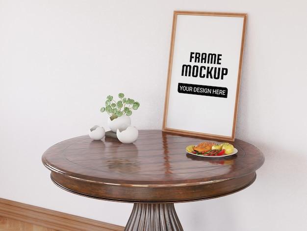 Maquete de moldura de foto na mesa redonda