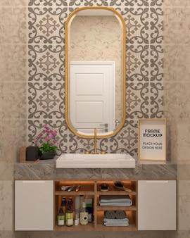 Maquete de moldura de foto no banheiro