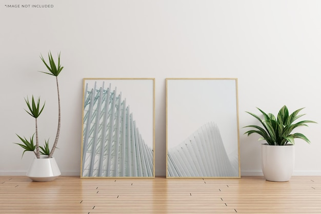 Maquete de moldura de madeira de duas verticais em uma sala vazia de parede branca com plantas em um piso de madeira