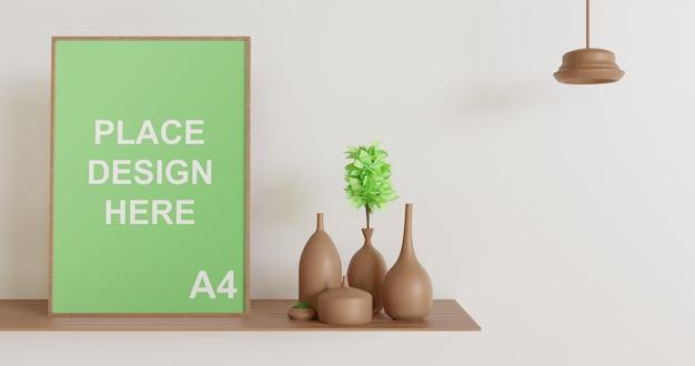 Maquete de moldura de madeira na mesa de madeira com lâmpada e vaso