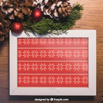 Maquete de natal com moldura e cones de pinheiro