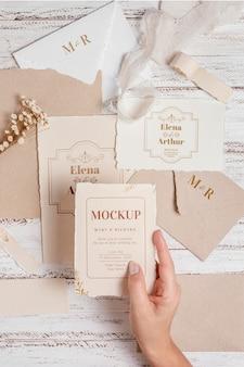 Maquete de natureza morta de casamento com design de convite
