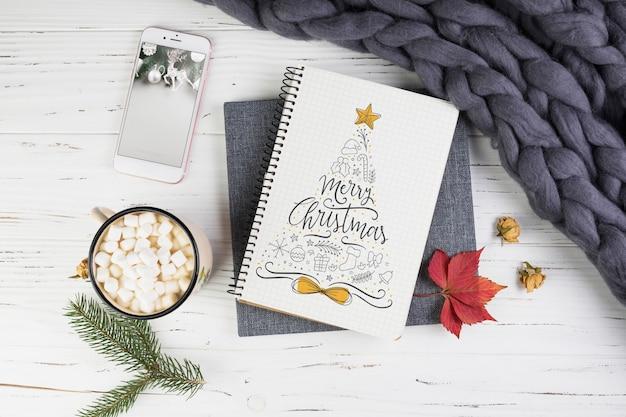Maquete de notebook com decoração de natal