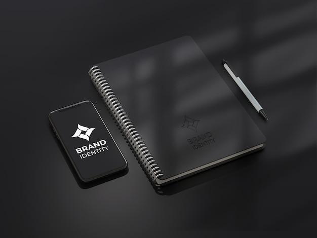 Maquete de notebook com smartphone