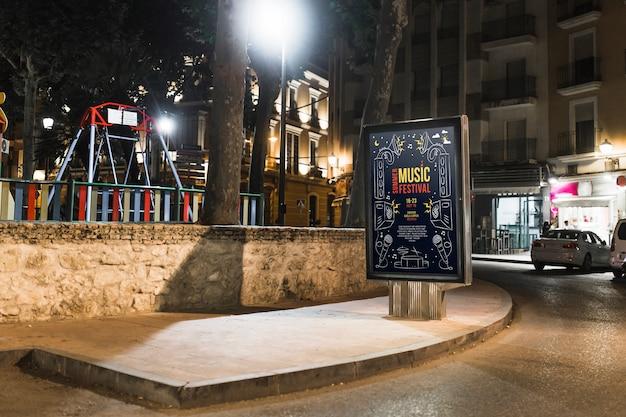 Maquete de outdoor na cidade à noite