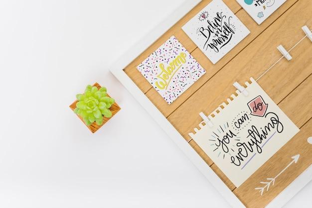 Maquete de papel com folhas tropicais