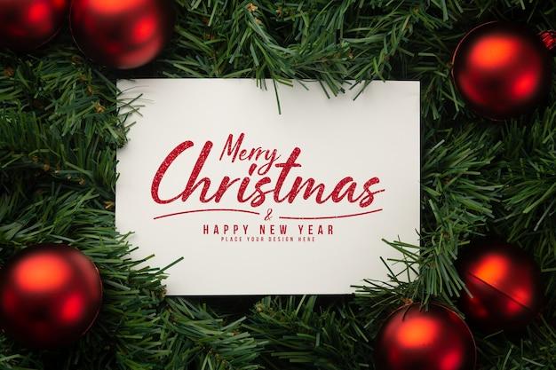Maquete de papel de feliz natal com decoração de folhas de pinheiro