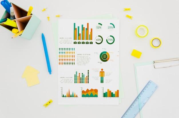 Maquete de papel de vista superior com gráficos diferentes