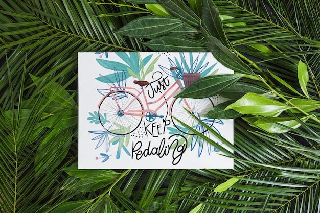 Maquete de papel dentro de folhas tropicais
