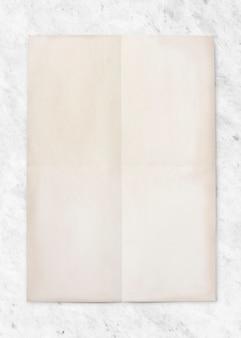 Maquete de papel em fundo de mármore