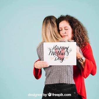 Maquete de papel para o dia das mães com abraço